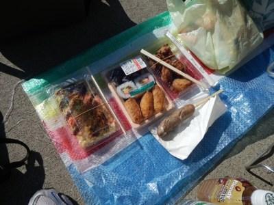 11/18  昼食 助六寿司、お好み焼き、大分唐揚げ、黒豚フランク