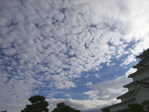 鶴ヶ城と秋の空