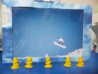 スノーボード写真と黄色のねじ