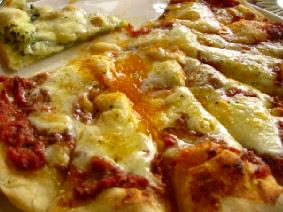 プルチーノ 半熟卵のピザ
