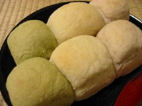おひな祭りの三色パン