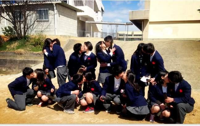 中学生キス