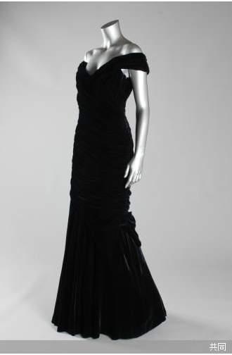 ダイアナ妃のドレス落札