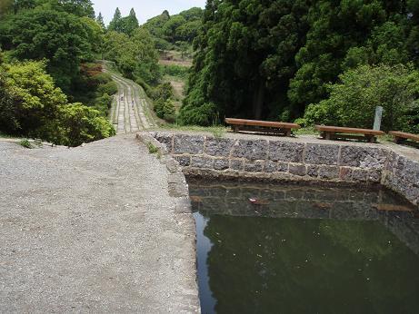 橋の端から