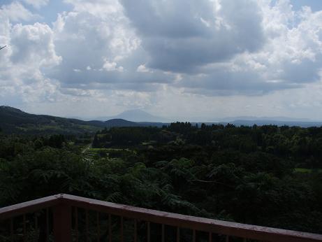 遠くに櫻島