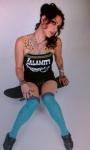 Danielle Colby Cushman 海外番組アメリカンピッカーズ(American Pickers) セクシー 太もも ニーソックス タトゥー 高画質エロかわいい画像1