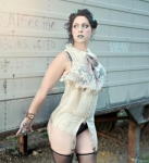 Danielle Colby Cushman 海外番組アメリカンピッカーズ(American Pickers) セクシー ムチムチ タトゥー ランジェリー 太もも ストッキング 誘惑 お色気店員 高画質エロかわいい画像17