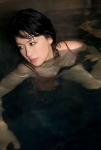 鈴木砂羽 愛の新世界 セクシー おっぱいの谷間 女優 濡れている 誘惑 色気 高画質エロかわいい画像3