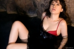 鈴木砂羽 愛の新世界 セクシー ブラチラ おっぱいの谷間 女優 濡れている 太もも 誘惑 色気 壁紙サイズ 高画質エロかわいい画像4