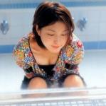 広末涼子 セクシー 胸チラ 前屈み おっぱいの谷間 ショートヘア 挑発ポーズ 女優 高画質エロかわいい画像9