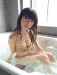 AKB48 石田晴香 セクシー ビキニ水着 おっぱいの谷間 お風呂 カメラ目線 グラビア撮影オフショット 高画質エロかわいい画像47