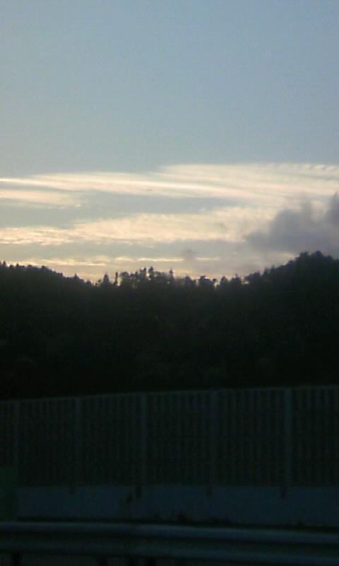 100423_181224北陸道で雲 夕方