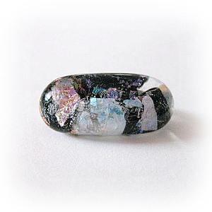 「雲母:淡いきらめきの中」ダイクロガラスのブローチ
