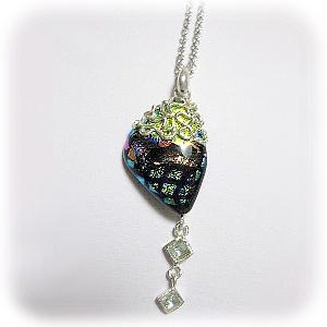 ダイクロガラスと純銀粘土と合成石のネックレス