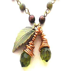 「kiria」:木の実のペンダント