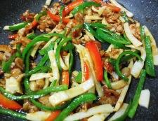 青椒肉絲炒麺 調理⑤