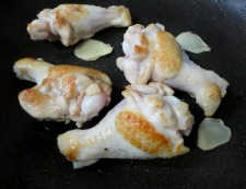 鶏手羽大根 調理①