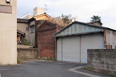 八幡西区藤田のレンガ建築02