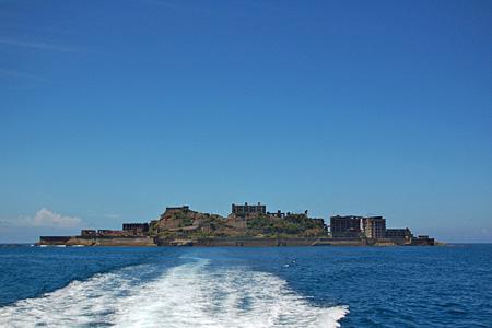 軍艦島、海上から20