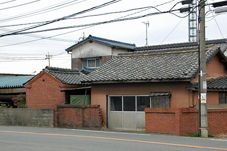 粕屋町のレンガ建築01