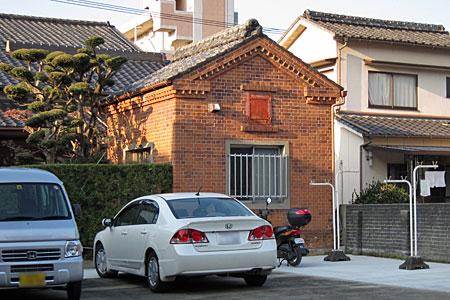 博多区堅粕のレンガ建築02