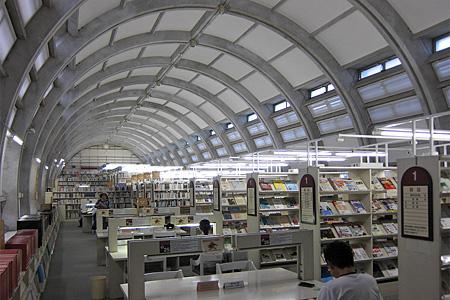 北九州市立中央図書館01
