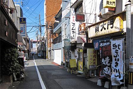 栄町の飲食店街02
