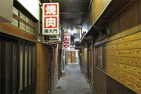栄町の飲食店街05