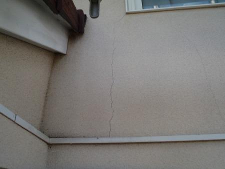 02外壁のひび割れ