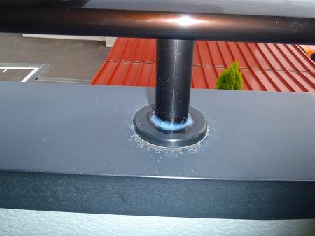 08 手摺支柱とアルミ笠木取合のシール処理