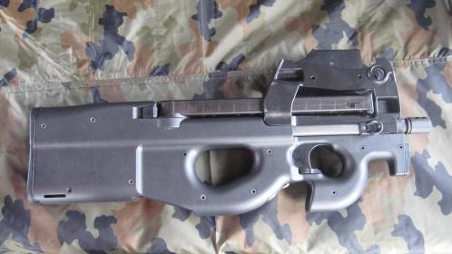 FN-P90.jpg