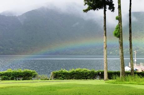 芦ノ湖にかかった虹