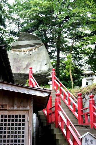 櫻山神社の烏帽子岩