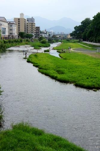 川が綺麗な町です