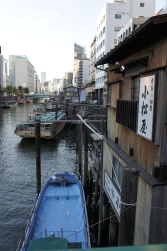 柳橋から神田川をのぞむ
