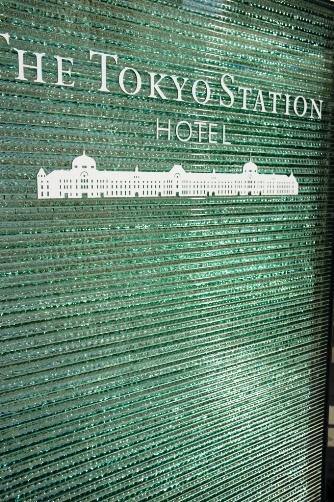 201210東京駅・ホテル看板