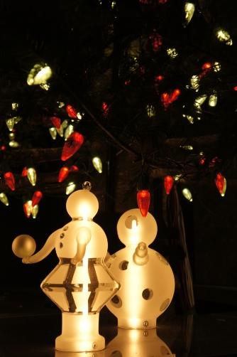 ミキモトツリーの下の人形