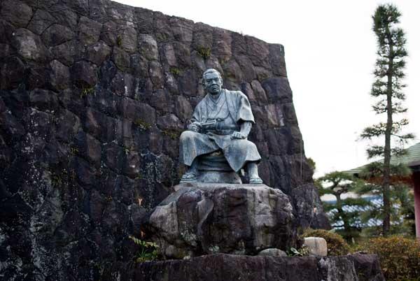 次郎長の銅像