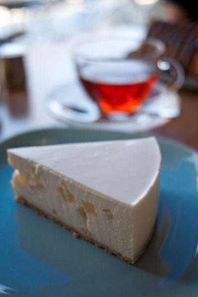 フィーカ 白桃のチーズケーキ