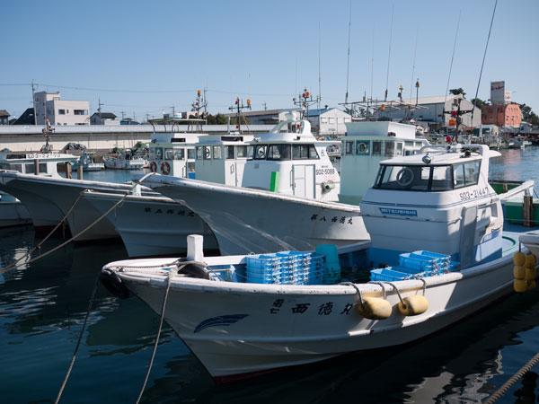漁協直営 どんぶりハウス 船