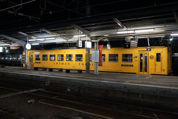 なぜか真っ黄色のキハ54