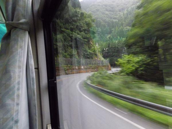 高速バスの走る道か?