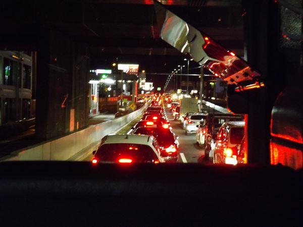 阪神高速は渋滞中