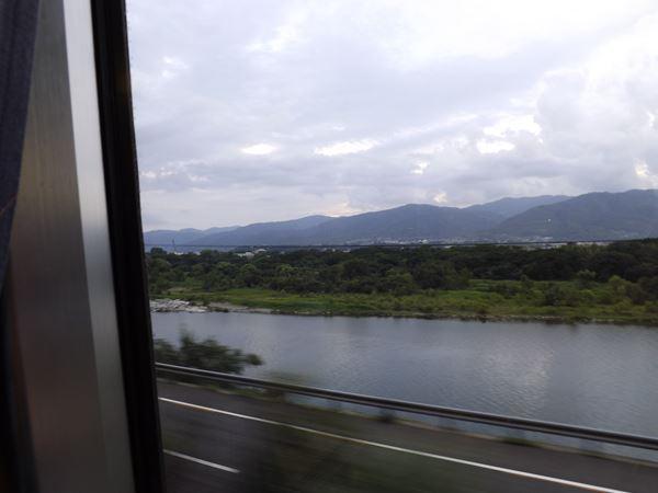 吉野川に沿って