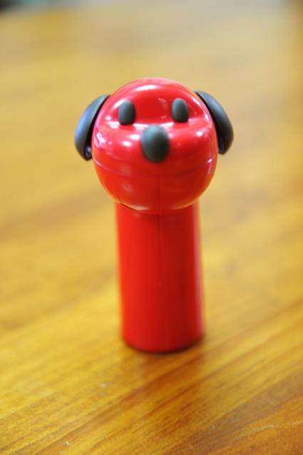 100912 033  赤い犬