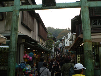 江の島神社入り口