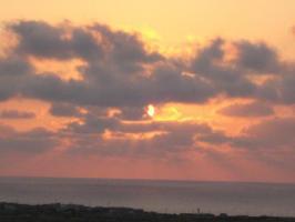 隠れる夕日
