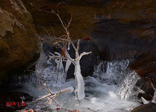 s-凍る川