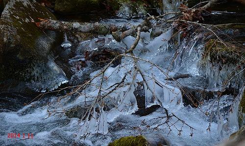 s-凍る川②