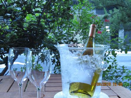 5月のテラスとワイン